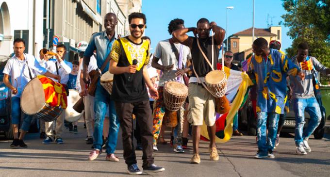 Migliaia di persone in Darsena di Ravenna per il Festival delle Culture